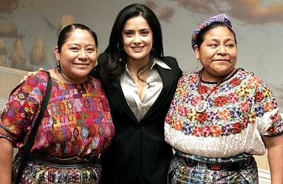 Salma Hayek y Rigoberta Menchú