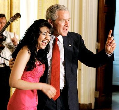 Graciela Beltrán y George W. Bush