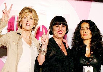 Jane Fonda, Eve Ensler y Salma Hayek en Ciudad de México.