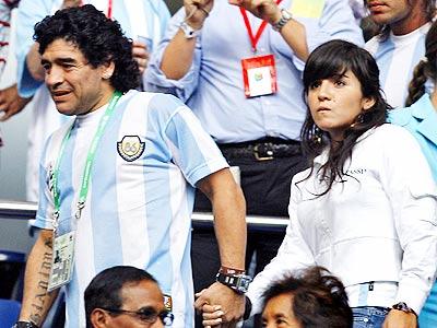 Maradona y su hija en Alemania.