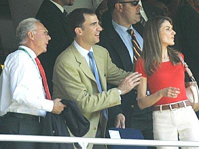 Los príncipes de Asturias y Franz Beckenbauer.