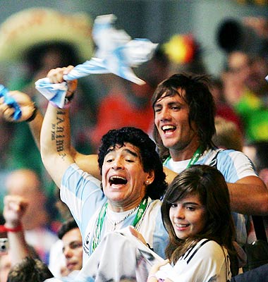Maradona festejando el triunfo de Argentina frente a México.