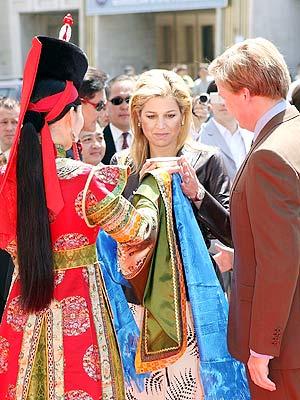 La princesa Máxima de Holanda en Mongolia.