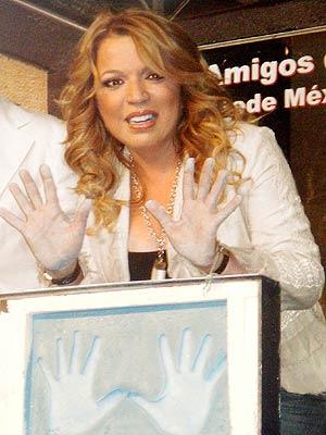 Ednita Nazario en la Plaza de las Estrellas.