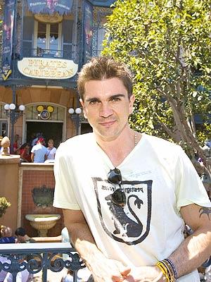 Juanes en Disneyland.