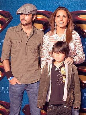 Chema Torre, y Bárbara Mori y su hijo Sergio