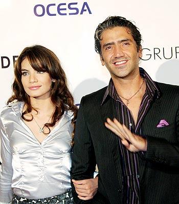 Ayari Anaya y Alejandro Fernández