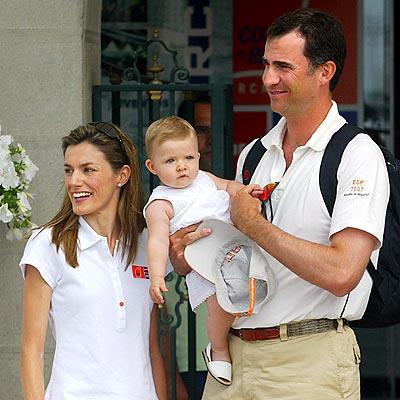 Los príncipes de Asturias y su hija Leonor
