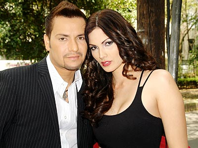 Víctor Manuelle y Cynthia Olavarría en el rodajo del vídeo.