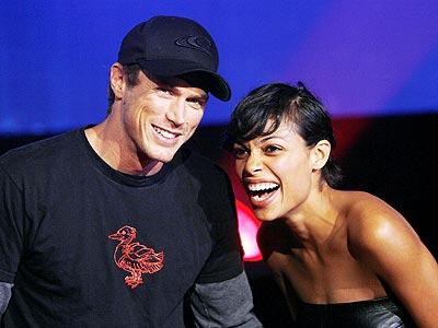 Rosario Dawson y su novio.