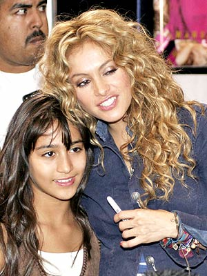 Paulina Rubio y una fan.