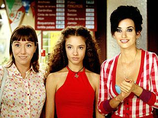 Lola Dueñas, Yohana Cobo y Penélope Cruz en {Volver}.
