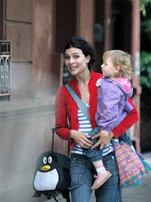 Ana María Orozco y su hija Lucrecia en Buenos Aires.