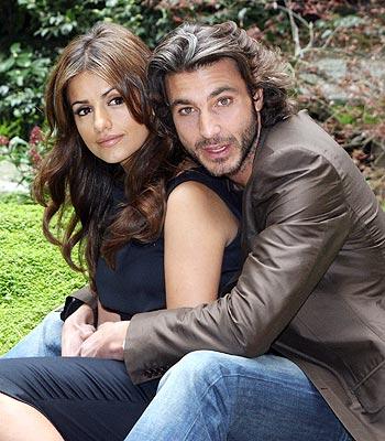 Mónica Cruz y un galán italiano.