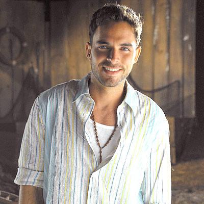 Manolo Cardona (31)