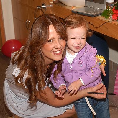 Andrea Legarreta con hija
