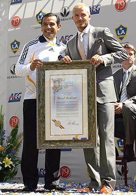 Antonio Villaraigosa y David Beckham