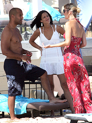 principal Amaury Nolasco y Dayanara Torres con Paris Hilton