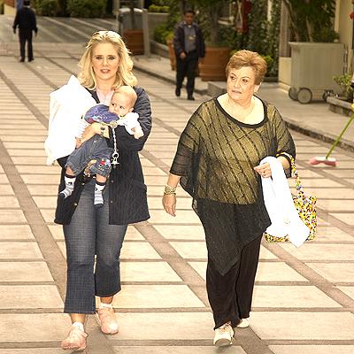 Érika Buenfil con mamá e hijo