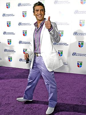 principal look juventud Alejandro Fernandez