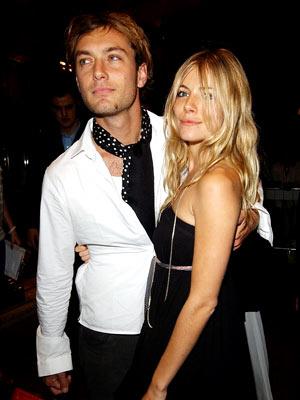 Jude Law y Sienna Miller
