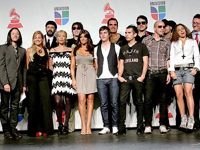 El grupo de artistas para los premios Grammy Latinos 2007
