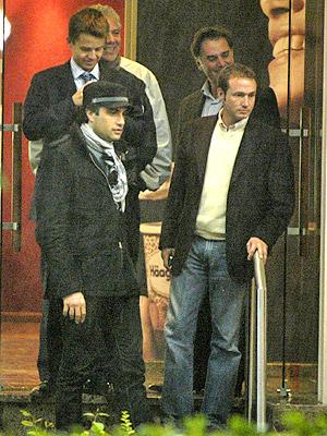 Jaime Camil con amigos