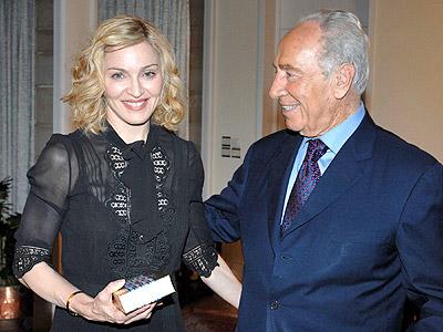 Madonna con Shimon Peres
