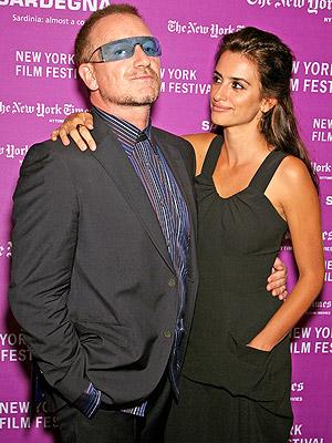 principal Bono y Penelope Cruz
