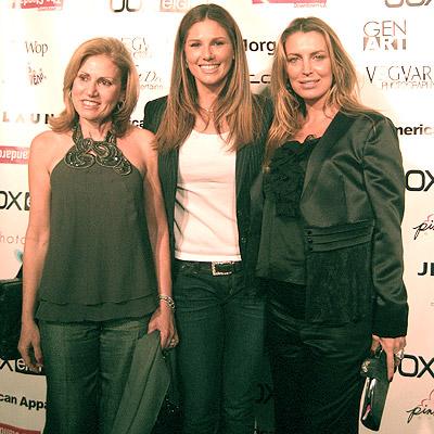 Daisy Fuentes y la madre con Sandra Vidal