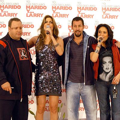 Kevin James, Monserrat Olivier, Adam Sandler y Yolanda Andrade