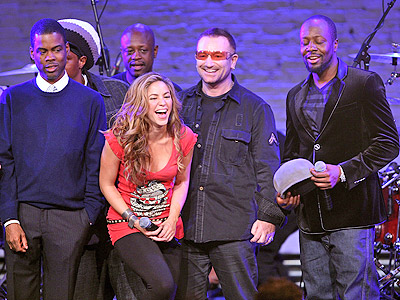Shakira con Bono, Chris Rock y Wyclef Jean