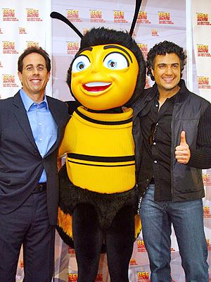 principal Jaime Camil y Jerry Seinfeld