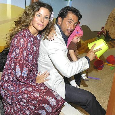 Sergio Mayer e Isabela Camil con bebe