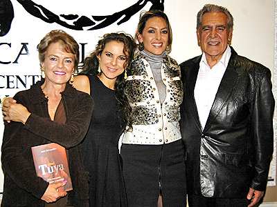 Kate del Castillo con familia