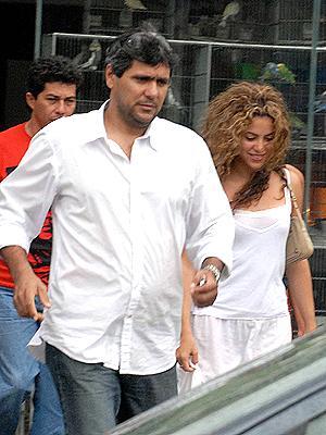 principal Shakira con su hermano