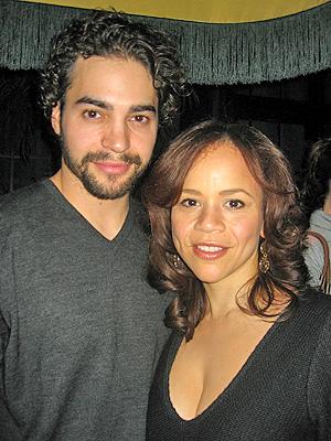 Ramon Rodriguez y Rosie Perez