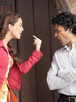 principal Jacqueline Bracamontes y Jaime Camil