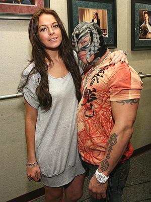 principal Lindsay Lohan y Rey Mysterio