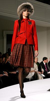 Oscar de la Renta fashion show model