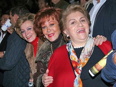 Silvia Pinal con amigas