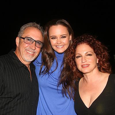 Gloria Estefan, Emilio Estefan y Shaila Durcal