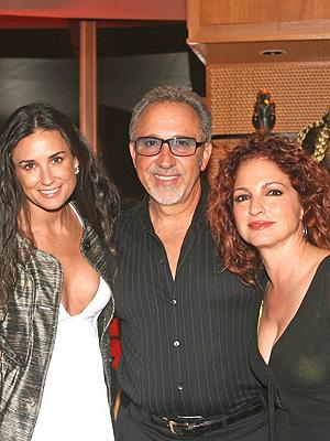 principal Emilio y Gloria Estefan con Demi Moore