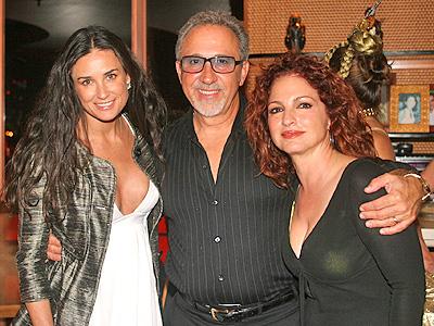 Emilio y Gloria Estefan con Demi Moore