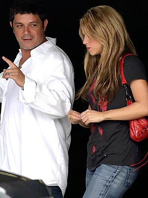 Main Alejandro Sanz, Shakira