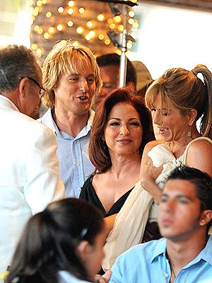 principal Gloria Estefan, Jennifer Aniston, Owen Wilson y Emilio Estefan