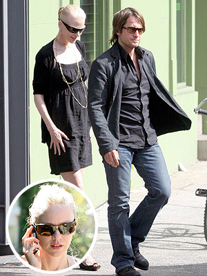 Keith Urban y Nicole Kidman con Naomi Watts