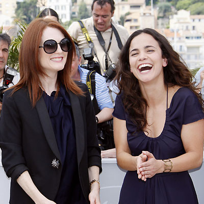 Julianne Moore y Alice Braga