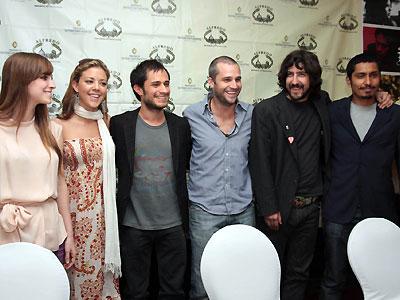 Gael García y elenco Déficit