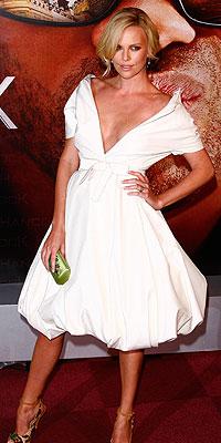 Charlize Theron, Sin senos sí har paraíso